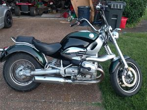 BMW motorcycle R1200C low miles new tires, quit rear fender for Sale in Nashville, TN