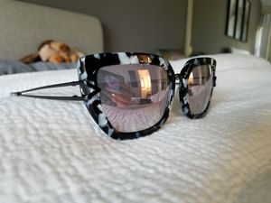 Kendall and Kylie sunglasses for Sale in Poway, CA