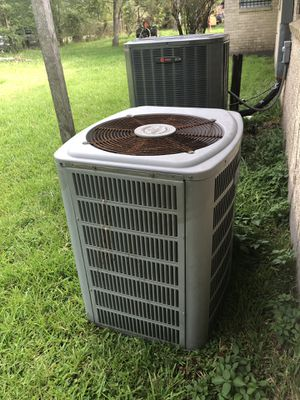 Selling ac condenser is good it works just changed it to a new one added everything new to my house for Sale in Houston, TX