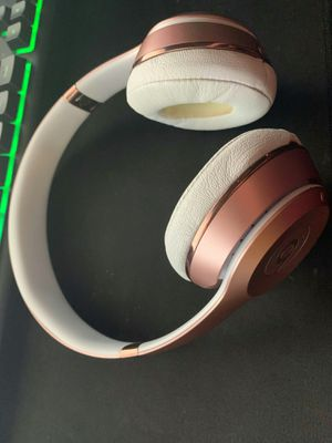 Beats solo 3 wireless gold rose for Sale in Fort Lauderdale, FL