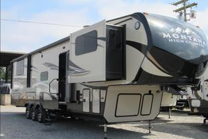 Montana 380TH Toy Hauler for Sale in Puyallup, WA