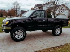 2001 Toyota TACOMA clean (no pets or smoking) for Sale in Aurora, IL