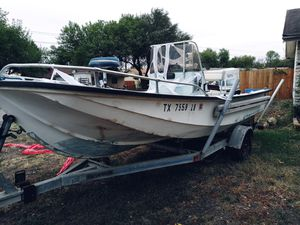 Mckee craft 17..5 ft center console for Sale in San Antonio, TX
