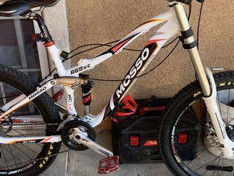 Downhill Mountain Bike for Sale in Hayward,  CA