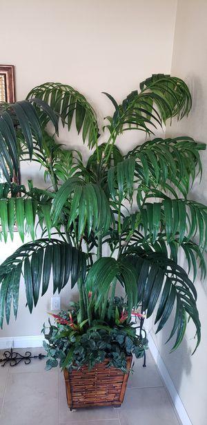Big fake palm tree $164.00 for Sale in Menifee, CA