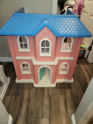 Little Tikes Vintage Doll House ---- OPEN TO FAIR OFFERS!!! for Sale in Las Vegas, NV