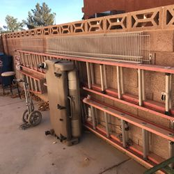 30 foot fiberglass extension ladder all right for Sale in Las Vegas,  NV
