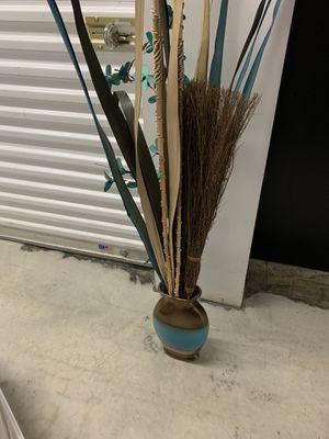 Vase and Plant- PUBLIC STORAGE SALE for Sale in Smyrna, GA