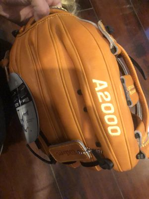 LEFT HAND A200O Wilson adult BRAND NEW for Sale in Azusa, CA