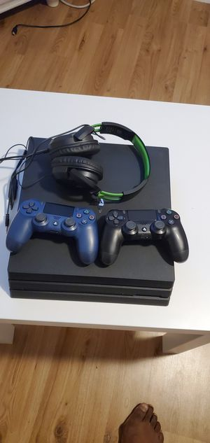 Playstation 4 Pro Console 1 TB 2 CONTROLLERS Turtle Beach for Sale in Margate, FL