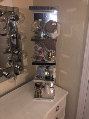 Small Mirrored shelves. for Sale in Paramount, CA