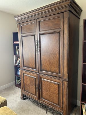 Free armoire for Sale in West Palm Beach, FL