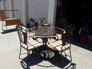 Dining table 4 metal chairs glass 4x4 ft. Good condition..Comedor 4 sillas . for Sale in Santa Ana, CA