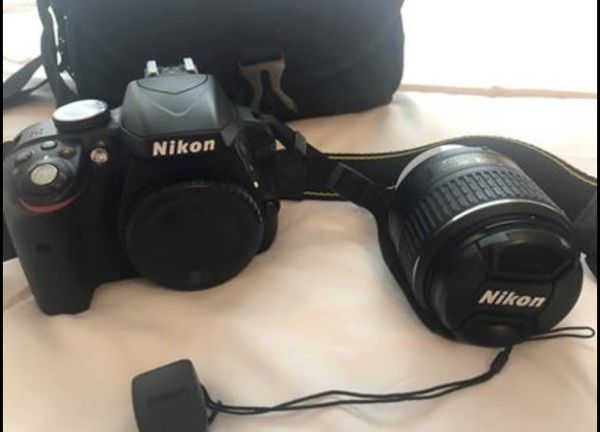 Nikon D3300 DSLR with 18-55 VRll lens/ Great for beginners!
