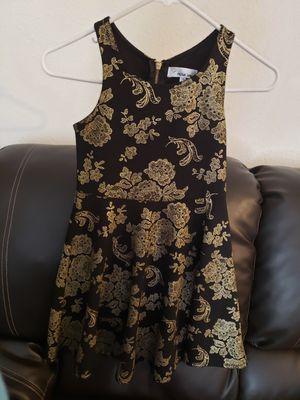Ropa de niña , $5 Vestido negro Size 10, $5 Chaleco rosa size M for Sale in Calexico, CA