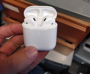 APPLE Iphone AIRPODS Earpods XI XS MAX XR X 8 7 6 PLUS 2nd Generation with Wireless Charging Case for Sale in Lubbock, TX