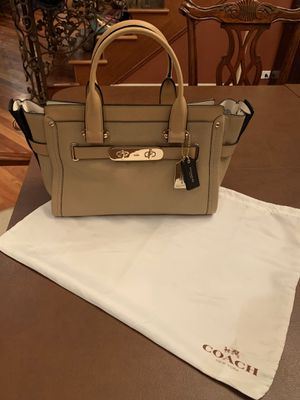 COACH SWAGGER CARRYALL IN COLORBLOCK LEATHER (COACH F34420) 👜 for Sale in Chicago, IL