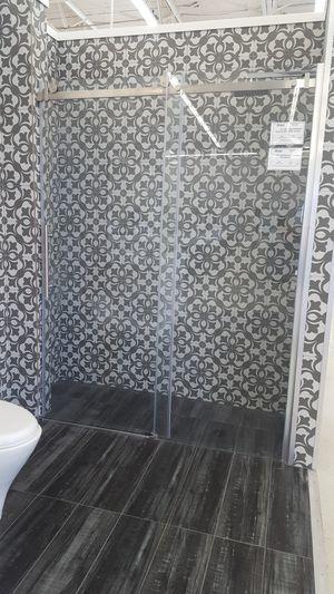 """60""""×78"""" Modern Shower Door for Sale in Orlando, FL"""