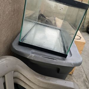 Fish Tank 30 Gallons for Sale in Los Angeles, CA