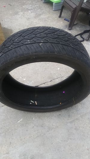 285 35 24 Tire 80 to 90 live for Sale in Franklin, TN
