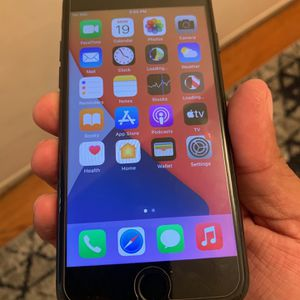 iPhone 7 32gb Factory Unlocked No Cracks Or Any Damage for Sale in Santa Ana, CA