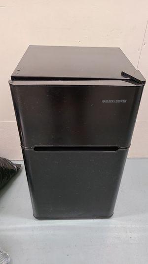 Black&Decker 3.2 Cu Ft Mini Fridge Freezer 2-door Compact Refrigerator Black for Sale in Los Angeles, CA