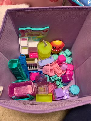 Shopkins and accessories. Mostly 2-3 years old. for Sale in Federal Way, WA
