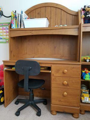 Desk chair & bookshelf set for Sale in Whittier, CA