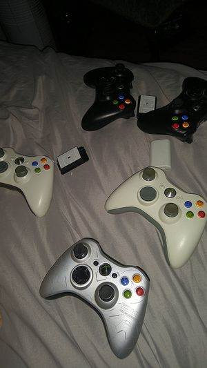5 xbox 360 controllers for Sale in Los Angeles, CA