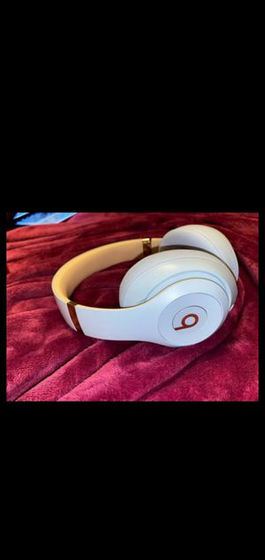 BEATS STUDIO 3 CRYSTAL BLUE for Sale in Boston, MA