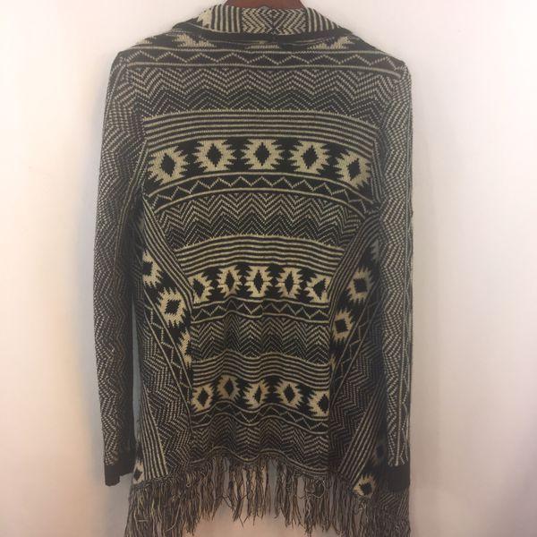 Almost Famous Sweater L Fringe Tribal Aztec