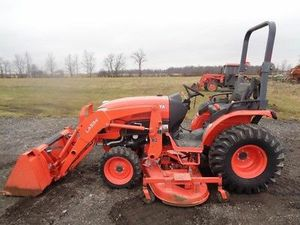 2014 kubota B2650 tractor, la534 loader, 4x4 hydro, 72in belly mower, 560 hrs..great cond..upkeep meticulously maintained..l for Sale in Tualatin, OR