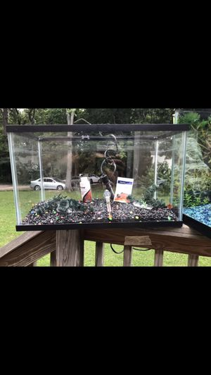 Fish tank 10 gallons for Sale in Knightdale, NC