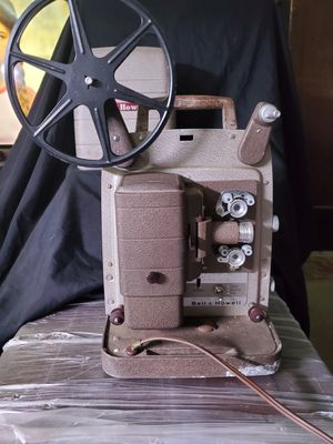 Bell & Howell Projector Model 254 R for Sale in Honolulu, HI