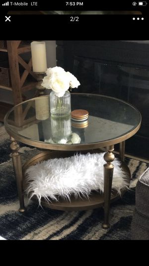 GORGEOUS MIRRORED COFFEE TABLE for Sale in Canyon Country, CA