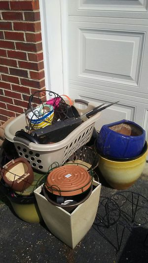 Assorted flower pots etc for Sale in Jeffersonville, KY