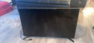 Samsung smart tv 34 inches for Sale in Los Angeles, CA