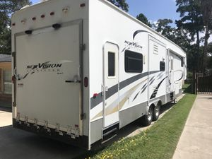 2007k z fifth wheel toy hauler three slides for Sale in Spring, TX