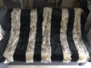 Faux Fur Blanket TAHARI for Sale in Miami, FL