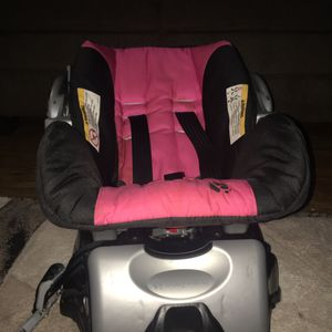 Baby carrier for car for Sale in Dallas, TX