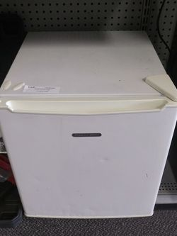Proctor Silex Mini Fridge for Sale in Smyrna,  TN