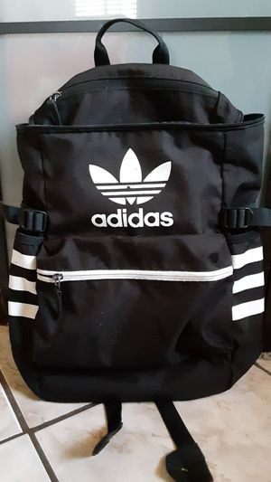 Adidas backpack for Sale in Compton, CA