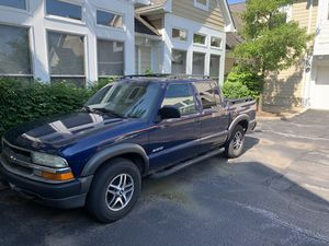"2003 CHEVROLET S10 V6 4WD ""LS"" CREW CAB TRUCK for Sale in Cleveland, OH"