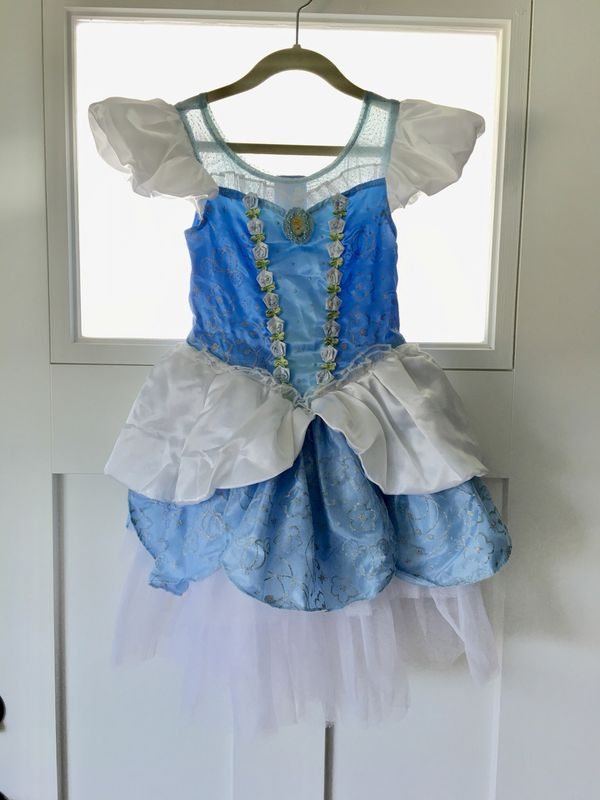 Gently used DISNEY Store CINDERELLA Princess Dress Size 5 6 Worn Once!