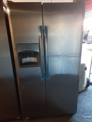 REFRIGERATOR SXS FRIGIDAIRE STAINLESS STEEL COUNTER DEPT NEW for Sale in Santa Ana, CA