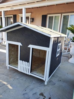 Dog house for Sale in Lynwood, CA