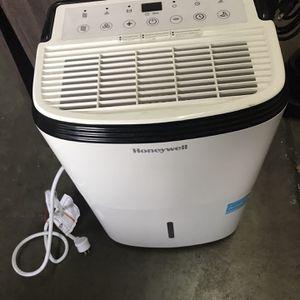 30 Pints Dehumidifier $100 for Sale in Long Beach, CA
