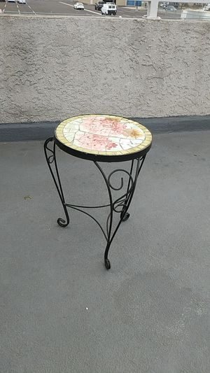 INTERIOR/EXTERIOR FLOWER POT STAND for Sale in Downey, CA
