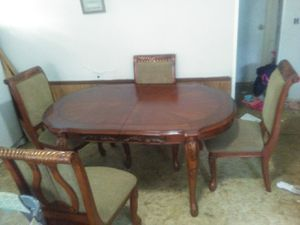 Dining room table/chairs & China Cabniet. for Sale in Byron, GA