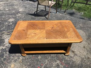 Lift Top Coffee/ Entertainment Table for Sale in Hilliard, OH